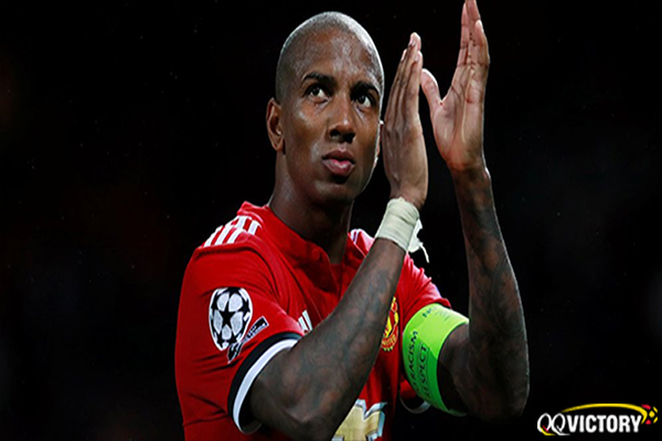 Untitled 1 30 - Tinggalkan MU, Ashley Young Gabung Eks Klub Samsir Alam?