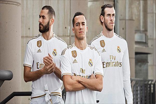 Untitled 1 16 - Classic Gold! Inilah Penampakan Seragam Kandang Real Madrid 2018/2019