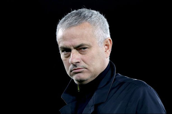 Untitled 1 12 - Mourinho Prediksi Manchester United Takkan Finis di Tiga Besar Premier League