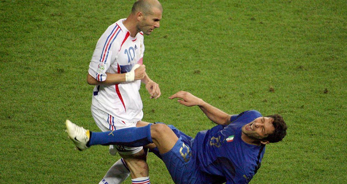 1 1210x642 - Usai Piala Dunia 2006, Pemain Timnas Prancis Musuhi Zinedine Zidane